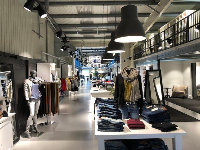 Der Showroom bei Jeans.ch
